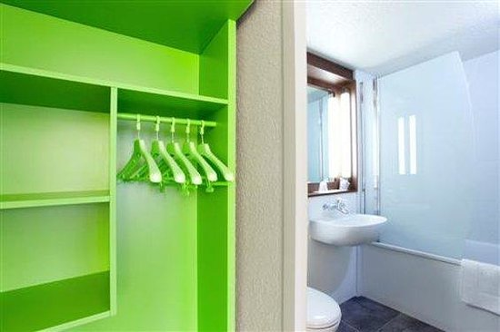 Campanile Angouleme Ouest - Saint Yrieix : Bathroom