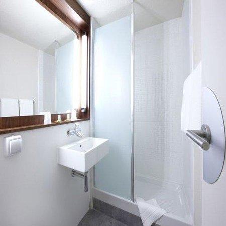 Campanile Cergy Pontoise: Bathroom