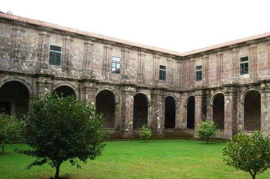 Monasterio de Armenteira: claustro