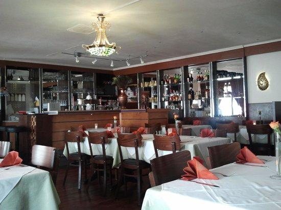 Moti Mahel: Der Gastraum mit Bar