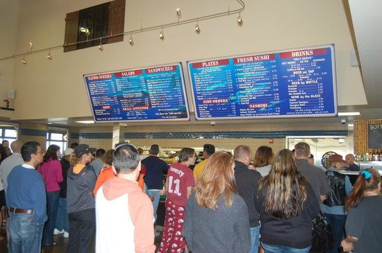 Point Loma Seafoods : Long lines but served quickly