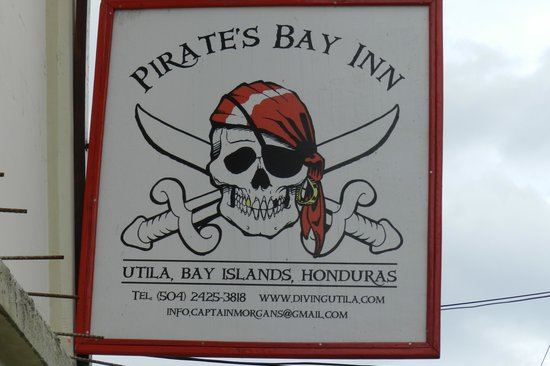 Pirate's Bay Inn Dive Resort : look for this sign.