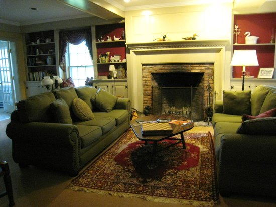 Inn at West View Farm: The inn's sitting room