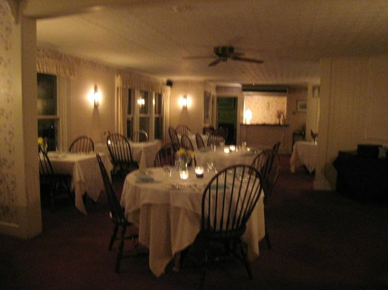 Inn at West View Farm: The beautiful appointed diningroom