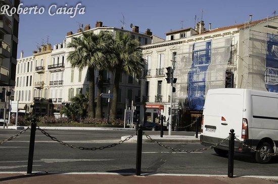 Hotel Le Vendome Villa Claudia: rua em frente ao Hotel