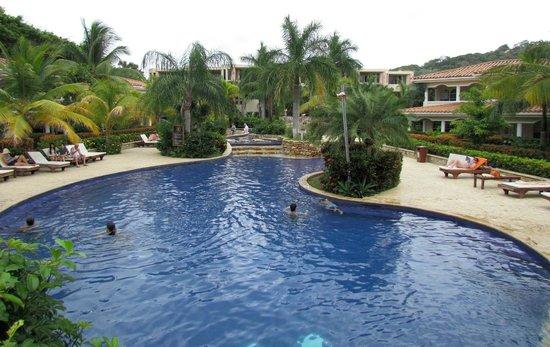 Flying into roatan picture of mayan princess beach for Roatan dive resort
