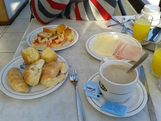 Hotel Ricadi: el desayuno bufete