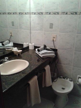 Hotel Ricadi: el baño