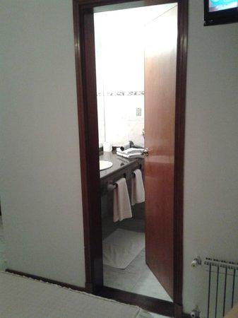 Hotel Ricadi: la puerta del baño!