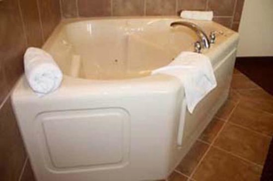 Mole Lake Casino & Lodge: Whirlpool Bath