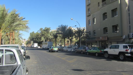 Al Qidra Hotel: View of street outside hotel