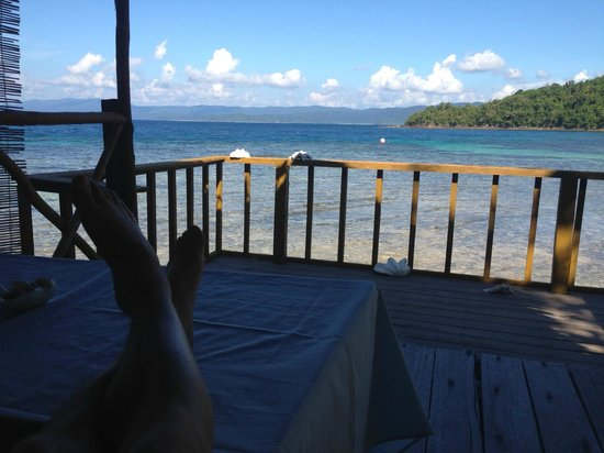 Blue Cove Island Resort: Taking a break from the afternoon sun on the balcony of the bungalow