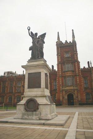 Queen's University: War monument.