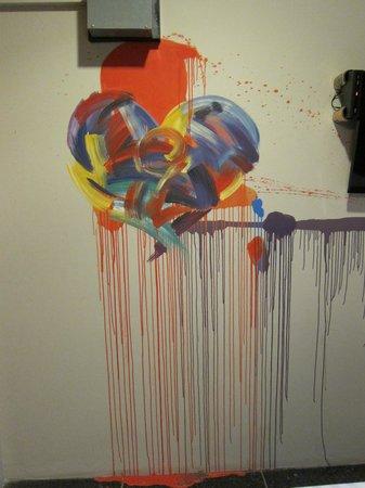 Silom Art Hostel: Wall art