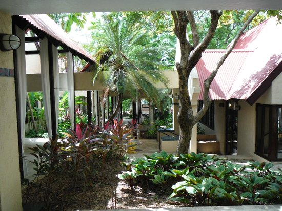 Renaissance St. Croix Carambola Beach Resort & Spa: Beautiful entryway to resort