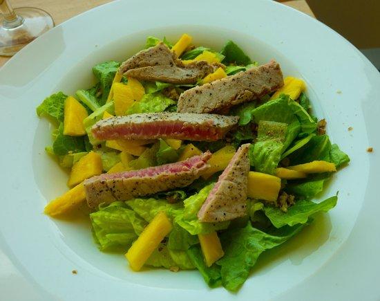 Las Olas Restaurant Grill & Bar : ahi tuna salad