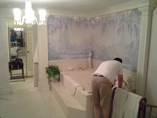 Yardley Inn and Spa: See how big this tub is!  My husband is leaning over to reach the faucet.
