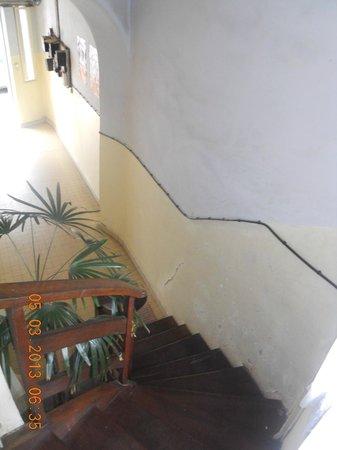 Hotel La Ribaudiere : stairway next door