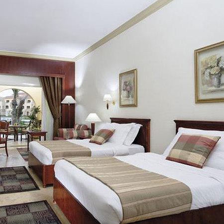 Movenpick Hotel Cairo-Media City: Guest Room