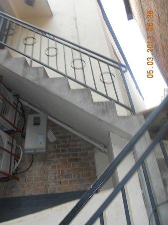 Hotel La Ribaudiere : annex stairway