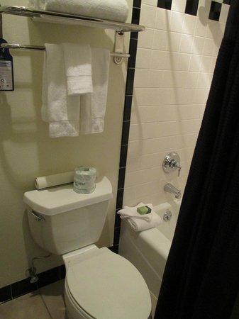 Best Western Premier Helena Great Northern Hotel: Spacious Bathroom