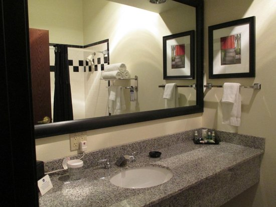 Best Western Premier Helena Great Northern Hotel: Spacious Bathroom
