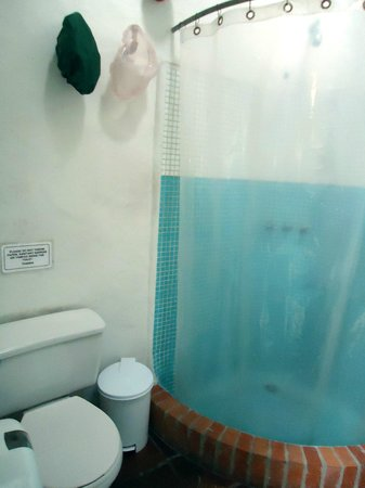 Anandamayi Hostel: bathroom