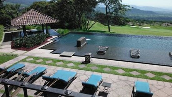 La Reunion Golf Resort & Residences: Main pool overlooking the front 9 holes