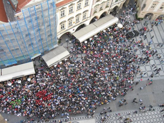 Astronomical Clock: view of crowd from above