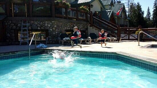 Lizard Creek Lodge: My 3 year old enjoying the pool
