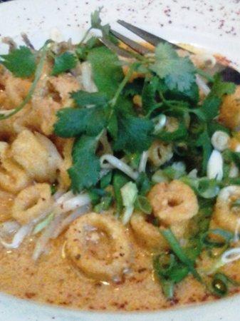 Cafe Miranda : Calamari with red curry sauce