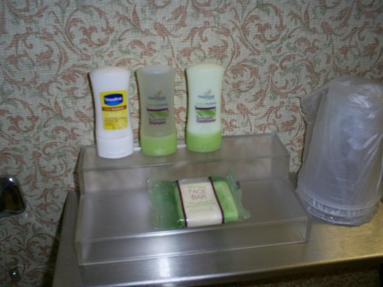 Country Inn & Suites By Carlson, Cortland: name brand toiletries