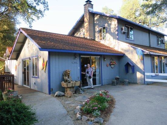 Little Valley Inn : Office and breakfast area