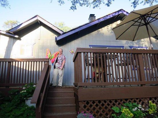 Little Valley Inn : outside patio
