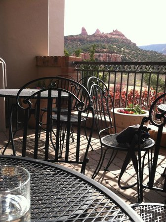 Best Western Plus Arroyo Roble Hotel & Creekside Villas: Outdoor breakfast area