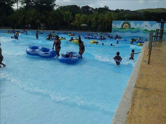 Salinas, เปอร์โตริโก: Es un exito de piscina mejor q las cascadas de aguadilla lo aseguro