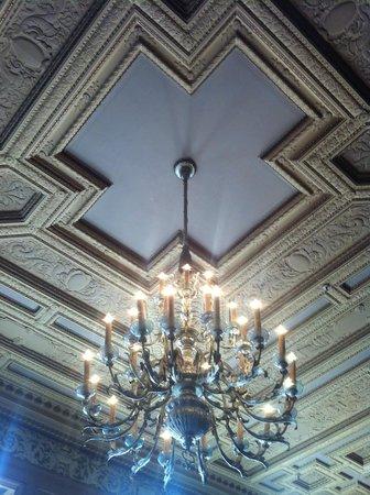 Kimpton Sir Francis Drake Hotel: Mezzanine ceiling detail.