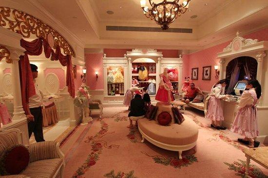 outside view - Picture of Hong Kong Disneyland Hotel, Hong