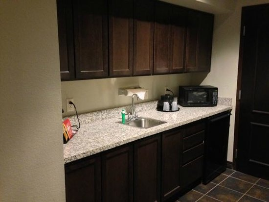 Hawthorn Suites by Wyndham Lubbock: kitchenette