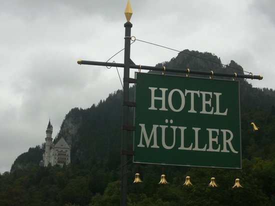 Hotel Mueller: view from front of hotel.