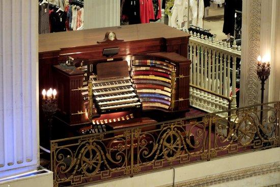 Macy's Philadelphia: The organ