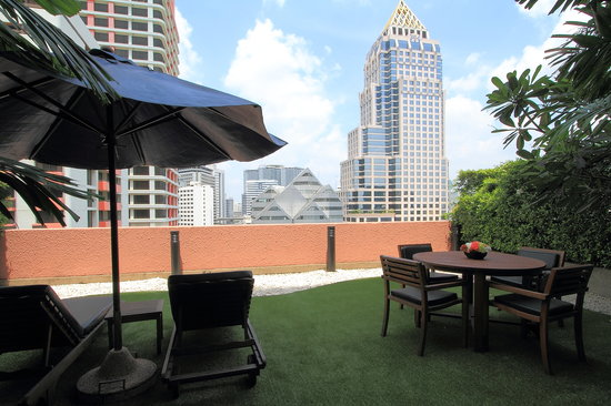 Siri Sathorn Executive Serviced Residence: Private balcony from Siri Sathorn's guest room (One Bedroom Terrace Suite)
