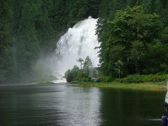 Francis Point B&B: Falls & Fjords Tour Package