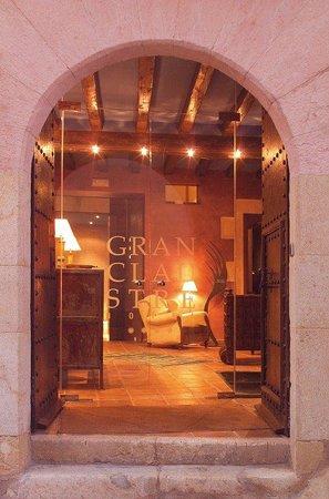 โรงแรมกรัน เกล๊าส์เตร้: Entrance