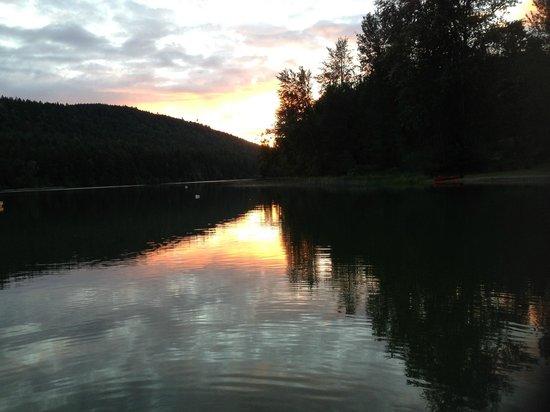 Green Acres Lakeside Resort Salt Spring Island: St. Mary's Lake sunset