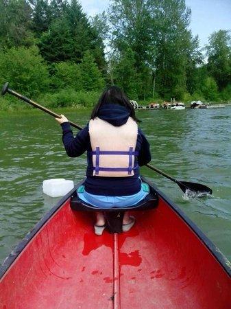 Green Acres Lakeside Resort Salt Spring Island: Canoeing in St. Mary's Lake