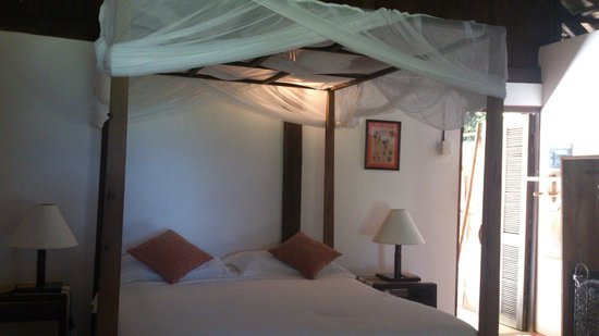 Mango Bay Resort: Double bed in Fisherman Bungalow