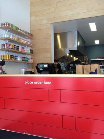 Little Big Burger: front counter