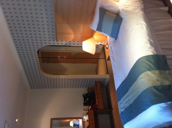 Best Western Dundee Invercarse Hotel: Spacious twin room towards dressing area
