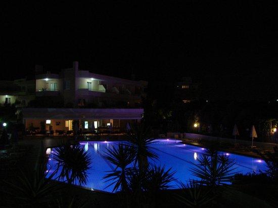 Atrion Resort Hotel: vue de notre chambre la nuit